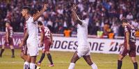 LDU goleó a River Plate en el estadio Rodrigo Paz