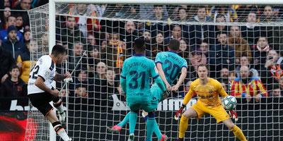 Quique Setién sufre su primera derrota con el FC Barcelona