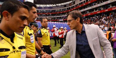 """Fabián Bustos: """"Así no mejoramos como fútbol"""""""