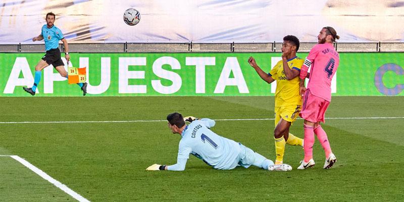 Cádiz 'derribó' a Real Madrid en La Liga