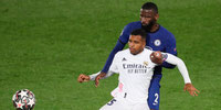 Real Madrid y Chelsea dividen honores